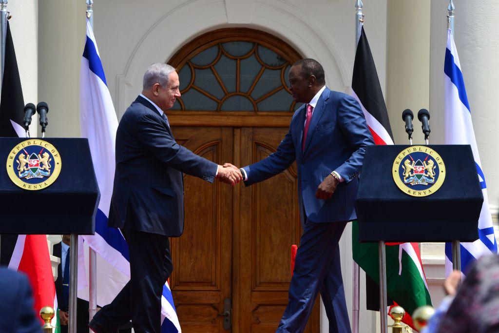 رئيس الوزراء بنيامين نتنياهو يلتقي برئيس كينيا اوهورو كينياتا في نيروبي، 5 يوليو 2016 (Kobi Gideon/GPO)