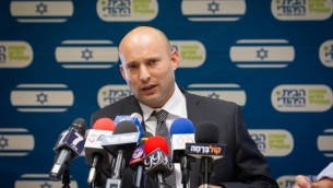 وزير المعارف ورئيس حزب البيت اليهودي في جلسة للحزب في الكنيست، 11 يوليو 2016 (Miriam Alster/FLASH90)