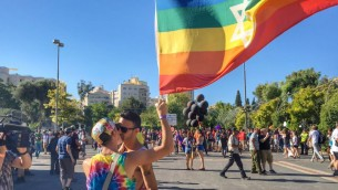 مشاركون في موكب فخر القدس، 21 يوليو 2016 (Sarah Tuttle-Singer/Times of Israel)