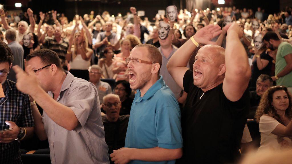 اعضاء اللجنة المرزية لحزب العمل في مؤتمر للحزب فغي تل ابيب، 31 يوليو 2016 (Tomer Neuberg/Flash90)
