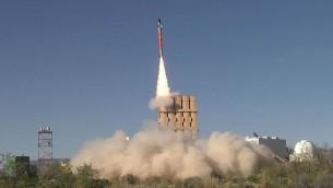 صاروخ تامير يطلقه نظام القبة الحديدة للدفاع الصاروخي خلال تجربة في الولايات المتحدة في ابريل 2016 (Rafael Advanced Defense Systems)