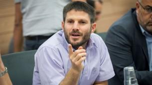 عضو الكنيست بتسلئيل سموتريتش (البيت اليهودي) خلال جلسة للجنة في الكنيست، 20 يونيو 2016. (Miriam Alster/Flash90)