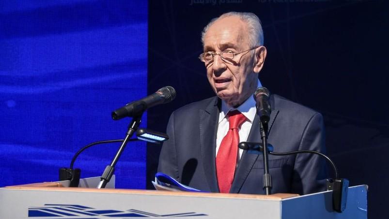 الرئيس السابق شمعون بيريس خلال حفل اطلاق مركز ابتكارات اسرائيلي جديد في مركز بيريس للسلام في يافا، تل ابيب، 21 يوليو 2016 (Yair Sagi/POOL/Flash90)