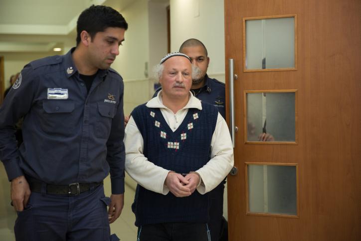 دانييل بينر في المحكمة المركزية في القدس بعد اعتقاله بشبهة الكراهية والتحريض العنصري، خلال حفل زفاف اصبح معروف باسم 'زفاف الكراهية'، 29 ديسمبر 2015 (Hadas Parush/Flash90)
