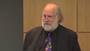 البروفسور كاري نيلسون من جامعة ايلنوي (YouTube screen capture)