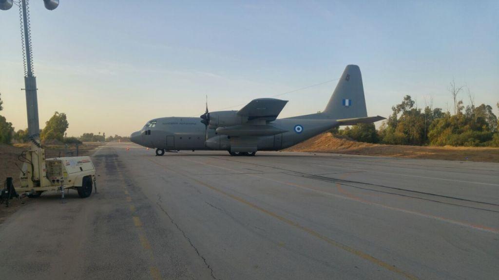 طائرة هيركوليس، احدى الطائرات الاربعة التي وصلت من اليونان وقبرص للمساعدة لمحاولات اخماد النيران في انحاء اسرائيل، 24 نوفمبر 2016 (Courtesy: Police spokesperson's office)