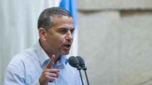 عضو الكنيست السابق من حزب البيت اليهودي ينون ماغال يتحدث في الكنيست، 24 نوفمبر 2016 (Yonatan Sindel/Flash90)
