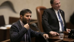 عضو الكنيست من البيت اليهودي بتسلئيل سموتريش يتحدث خلال التصويت على ما يسمى مشروع قانون التنظيم في الكنيست، 7 ديسمبر 2016 (Yonatan Sindel/Flash90)