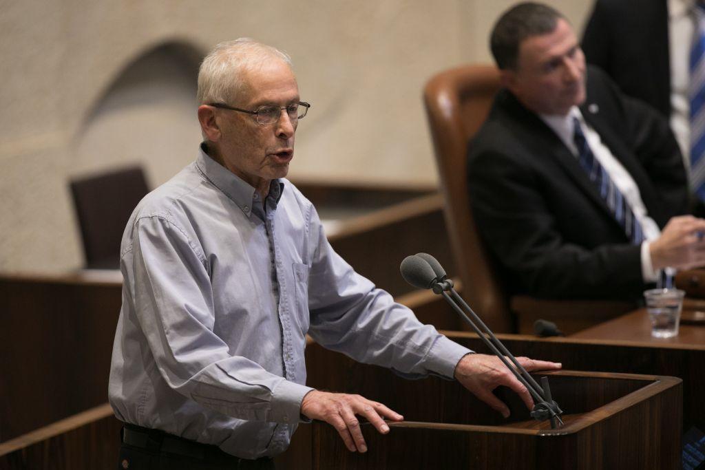 عضو الكنيست من حزب الليكود بيني بيغين يتحدث خلال التصويت على ما يسمى مشروع قانون التنظيم في الكنيست، 7 ديسمبر 2016 (Yonatan Sindel/Flash90)