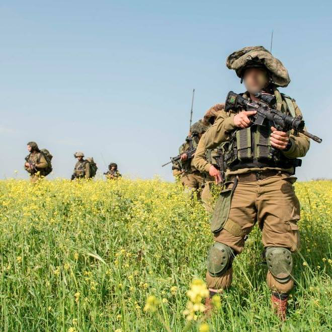 صورة تم سرقتها من جندي اسرائيلي لاقامة صفحة مزيفة على الفيسبوك لاختراق مجموعات على الموقع تابعة لجنود (IDF Spokesperson's Unit)