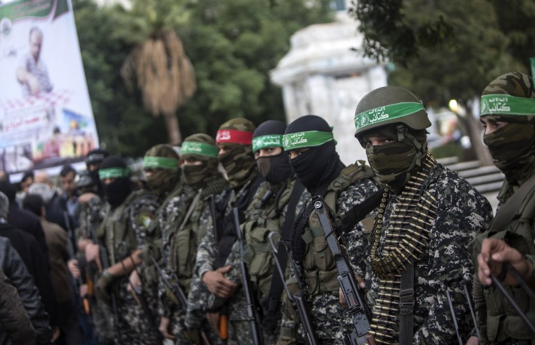 عناصر كتائب عز الدين القسام، الجناح العسكري لحركة حماس، في مدينة غزة، 18 ديسمبر 2016 (AFP PHOTO / MAHMUD HAMS)