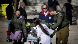 صورة من موقع هجوم الشاحنة في حي أرمون هنتسيف في القدس الشرقية، 8 يناير، 2016. (Yonatan Sindel/Flash90)