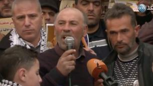 فتحي الشريف، عم عبد الفتاح الشريف، يخاطب الجماهير في الخليل، 4 يناير 2017 (Courtesy al-Ghad TV)