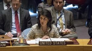 السفيرة الأمريكية لدى الأمم المتحدة نيكي هالي خلال حديث لها في جلسة مجلس الأمن في 21 فبراير، 2017 في مقر الأمم المتحدة في نيويورك. (AFP PHOTO / KENA BETANCUR)