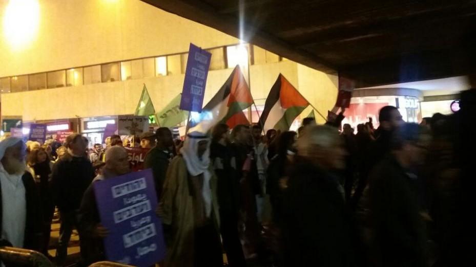 يهود وعرب يتظاهرون في تل ابيب ضد هدم منازل العرب في اسرائيل، 4 فبراير 2017 (Courtesy)