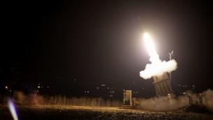 صورة توضيحية لنظام القبة الحديدية للدفاع الصاروخي (Edi Israel/Flash90)