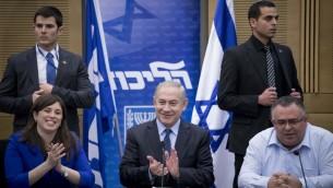 رئيس الوزراء بينيامين نتنياهو يترأس جلسة كتلة 'الليكود' في الكنيست، 27 فبراير، 2017. (Yonatan Sindel/Flash90)
