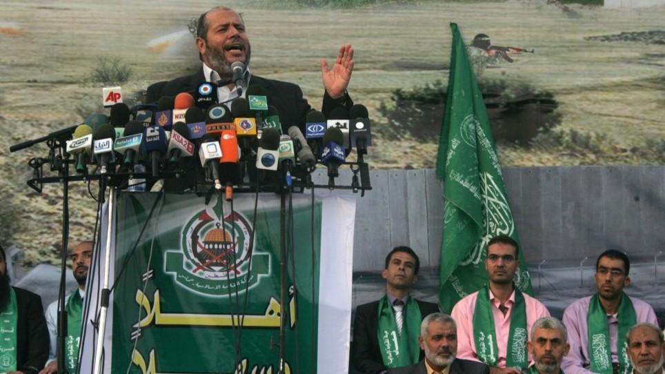 المسؤول في حركة حماس خليل الحية يتحدث خلال احتفال الحركة باطلاق سراح مئات الاسرى في صفقة التبادل مقابل الجندي الإسرائيلي جلعاد شاليط، في خان يونس، 21 اكتوبر 2011 (Abed Rahim Khatib/Flash90)