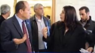 صورة شاشة تظهر وزيرة الثقافة ميري ريغف تتحدث مع رئيس بلدية القدس نير بركات، 7 فبراير 2017