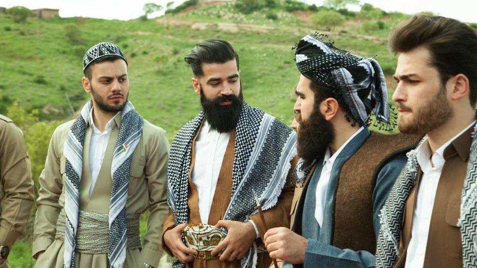 اعضاء ميستر اربيل بلباس كردستاني تقليدي، في كردستان العراق، مارس 2016 (@mustafakhayat @mkstudio)