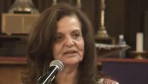 رسمية عودة خلال حديث في شيكاغو بمناسبة يوم المرأة العاملة عام 2016 (YouTube via JTA)