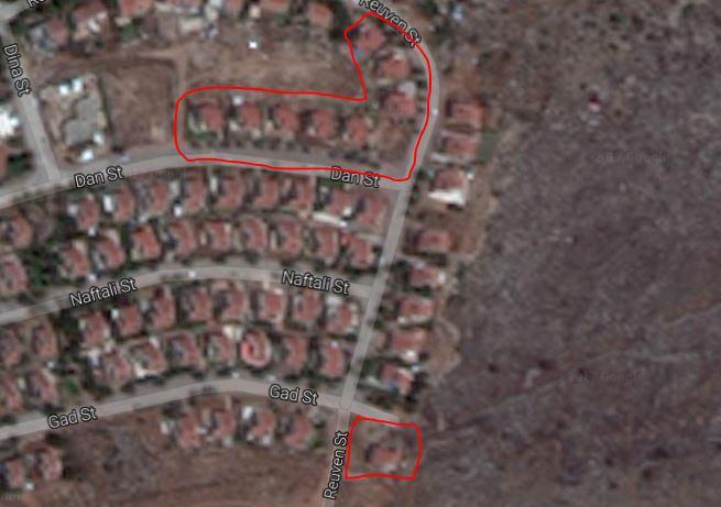 تسعة المباني المقرر هدمها في مستوطنة عوفرا بالضفة الغربية (Google Maps illustration)