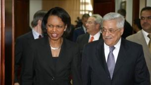 الرئيس الفلسطيني محمود عباس يلتقي مستشارة الأمن القومي الأميركي سوزان رايس في مدينة رام الله بالضفة الغربية، 15 يونيو 2008 (Omar Rashidi/Flash90)