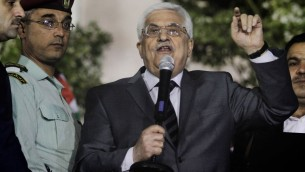 رئيس السلطة الفلسطينية محمود عباس خلال حفل بمناسبة اطلاق سراح اسرى فلسطينيين ، 30 اكتوبر 2013 (Issam Rimawi/Flash90)