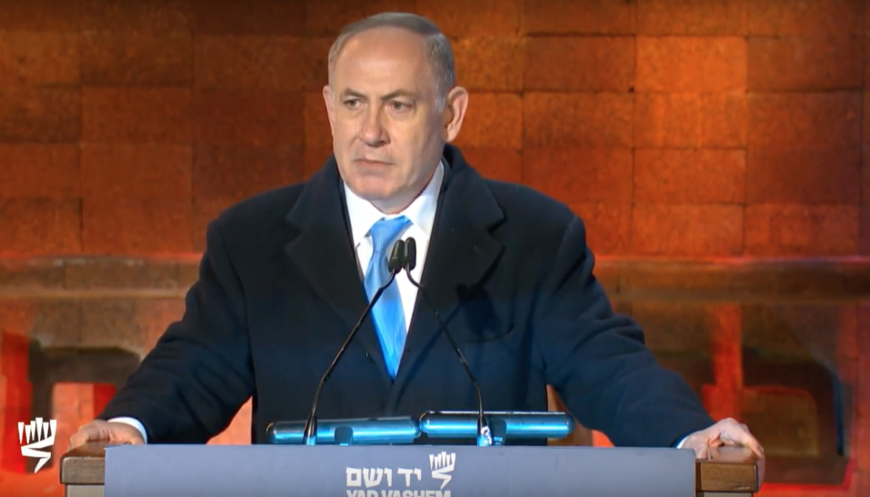 رئيس الوزراء بنيامين نتنياهو يتحدث خلال مراسيم احياء ذكرى المحرقة في ياد فاشيم في القدس، 24 ابريل 2017 (Yad Vashem screenshot)