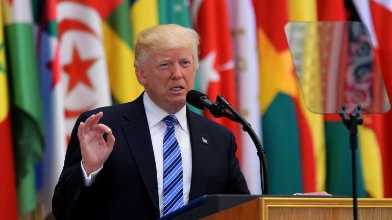 الرئيس الأمريكي دونالد ترامب خلال خطاب في القمة الإسلامية العربية الأمريكية في مركز الملك عبد العزيز للمؤتمرات في الرياض، 21 مايو، 2017. (AFP PHOTO / MANDEL NGAN)