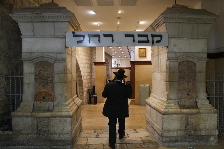 مدخل قبر راحيل، بالقرب من مدينة بيت لحم في الضفة الغربية (Nati Shohat/Flash90)