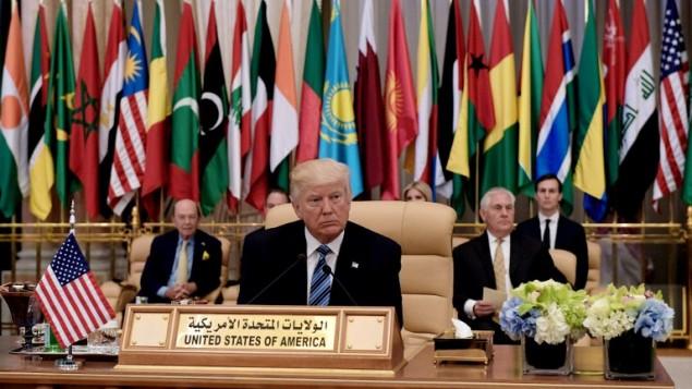 الرئيس الأمريكي دونالد ترامب خلال القمة الإسلامية العربية الأمريكية في مركز الملك عبد العزيز للمؤتمرات في الرياض، 21 مايو، 2017. (AFP PHOTO / MANDEL NGAN)