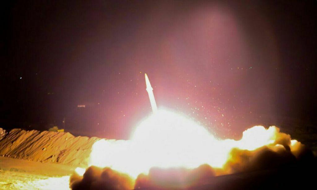 إيران تطلق صاروخ بالستي ضد اهداف تابعة لتنظيم الدولة الإسلامية في سوريا، 18 يونيو 2017 (Islamic Revolutionary Guard Corps)