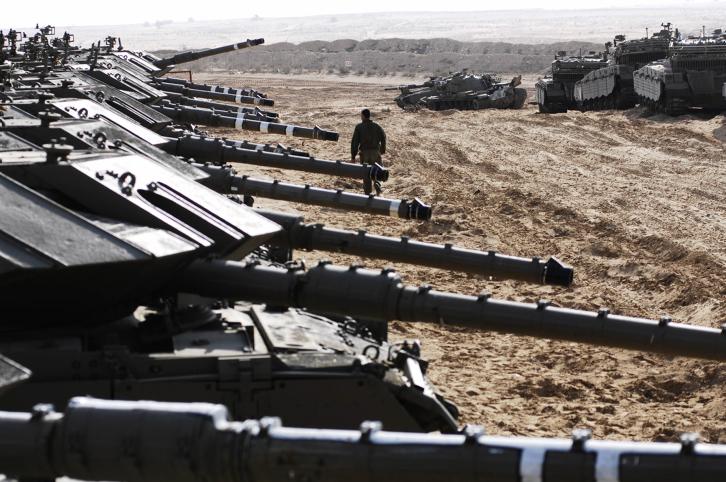 دبابات اسرائيلية امام قطاع غزة خلال عملية الرصاص المصبوب، 29 ديسمبر 2008 (IDF Spokesperson/Flash90)