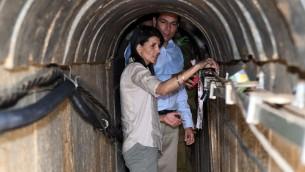 السفيرة الامريكية الى الامم المتحدة نيكي هايلي خلال جولة داخل نفق حفرته حركة حماس بجانب كيبوس عين هاشلوشا، 8 يونيو 2017 (Matty Stern/US Embassy Tel Aviv)