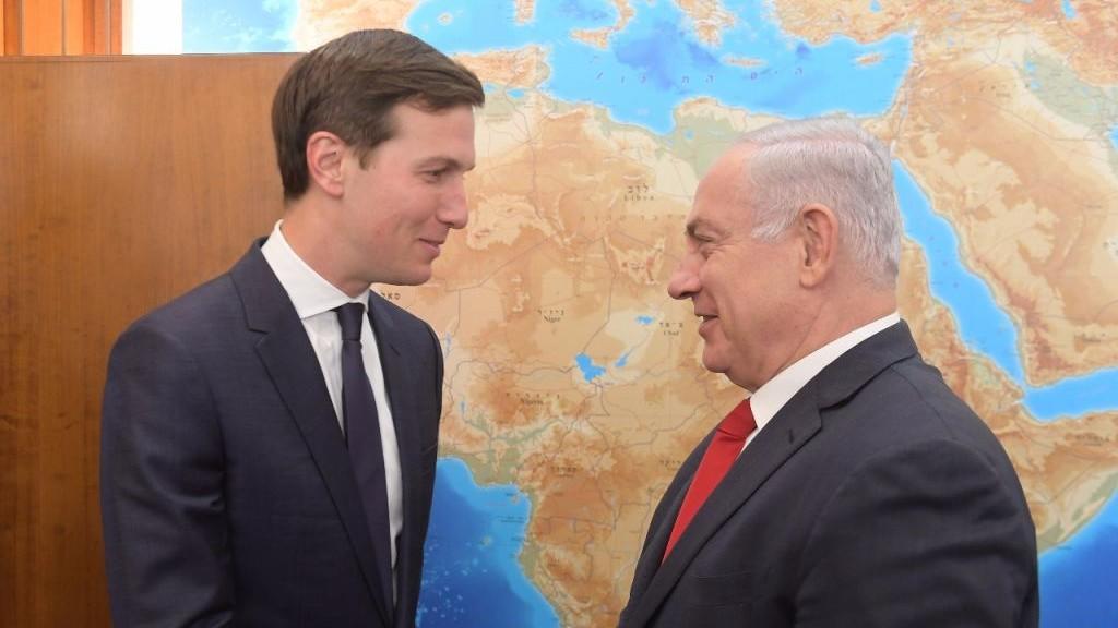 صهر الرئيس الامريكي دونالد ترامب ومستشاره حول الشرق الاوسط، جارد كوشنر، يلتقي برئيس الوزراء بنيامين نتنياهو في مكتبه في القدس، 21 يونيو 2017 (Amos Ben Gershom)