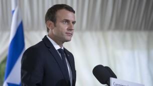 الرئيس الفرنسي ايمانويل ماكرون يقدم خطاب خلال الذكرى ال75 لاعتقالات فيل ديف في باريس، 16 يوليو 2017 (AFP PHOTO / POOL / Kamil Zihnioglu)