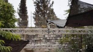 اجراءات امنية، بما يشمل كاميرات، التي تم وضعها عند احد مداخل الحرم القدسي، 24 يوليو 2017 (AFP/Ahmad GHARABLI)