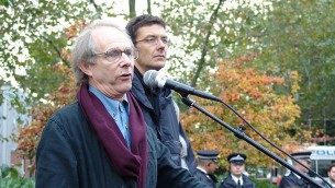 المخرج السينمائي كين لوتش خلال تظاهرة من أجل حقوق العمال في لندن. (CC BY 2.0 Bryce Edwards via Wikimedia Commons)