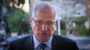 دافيد شيمرون، المحامي الشخصي لرئيس الوزراء بينيامين نتنياهو، في مؤتمر صحفي لحزب 'الليكود' في تل أبيب، 1 فبراير، 2015. (Flash90)