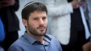 عضو الكنسيت من حزب البيت اليهودي بتسلئيل سموتريتش في اجتماع حزبه الأسبوعي في الكنيست في 23 يناير 2017. (Miriam Alster/Flash90)