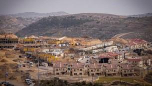 منظر للبناء في مستوطنة إفرات بالضفة الغربية في 26 يناير 2017. (Gershon Elinson/Flash90)