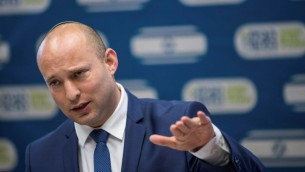 وزير التعليم نفتالي بينيت خلال جلسة لحزب البيت اليهودي في الكنيست، 19 يونيو 2017 (Yonatan Sindel/Flash90)