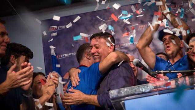 رئيس حزب 'العمل' المنتخب حديثا آفي غباي في مقر الإنتخابات التمهيدية للحزب في تل أبيب، 10 يوليو، 2017. (Miriam Alster/Flash90)