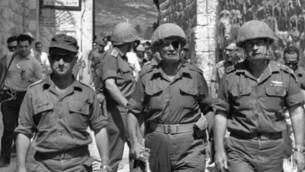 الجنرال عوزي ناركيس (يسار) ووزير الدفاع موشي دايان ورئيس الأركان يتسحاق رابين في البلدة القديمة في القدس خلال حرب الأيام الستة. (photo credit: Ilan Bruner/Wikipedia)