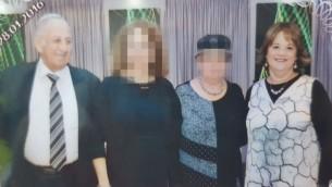 يوسف سالومون (70 عاما) وابنته حايا سالومون (46 عاما) في حفل عائلي. قُتل الاثنان بعد تعرضها للطعن في 21، 2017 في هجوم نفذه فلسطيني في حلميش (courtesy)