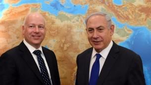 مساعد الرئيس والممثل الخاص للمفاوضات الدولية جيسون غرينبلات، يسار، يلتقي رئيس الوزراء بنيامين نتنياهو في مكتب رئيس الوزراء في القدس، 20 يونيو 2017. (Kobi Gideon/GPO)