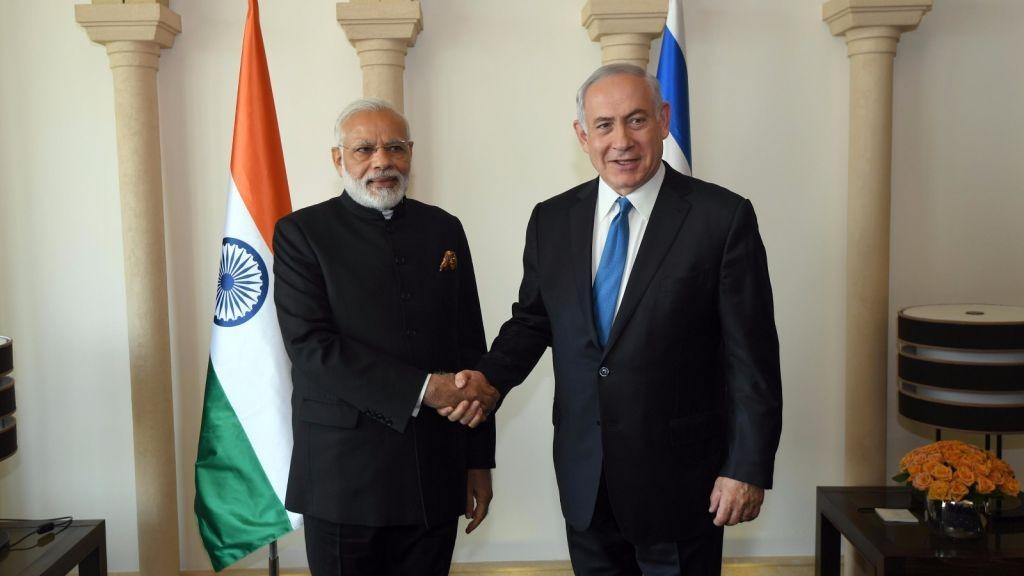 رئيس الوزراء بنيامين نتنياهو يصافح نظيره الهندي ناريندا مودي في القدس، 5 يوليو 2017 (Raphael Ahren/Times of Israel)