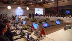 صورة تم التقاطها في 1 أغسطس، 2017 في إسطنبول تظهر المشاركين في اجتماع اللجنة التنفيذية لمنظمة التعاون الإسلامي. (AFP PHOTO / OZAN KOSE)