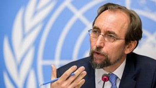 مفوض الأمم المتحدة السامي لحقوق الإنسان زيد رعد الحسين خلال مؤتمر صحفي، 30 اغسطس 2017 (AFP/ Fabrice Coffrini)